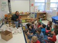 nauczyciel w przedszkolu